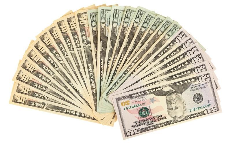 Oszczędności na usługach, wydatkach domowych, ubezpieczeniach, bankach
