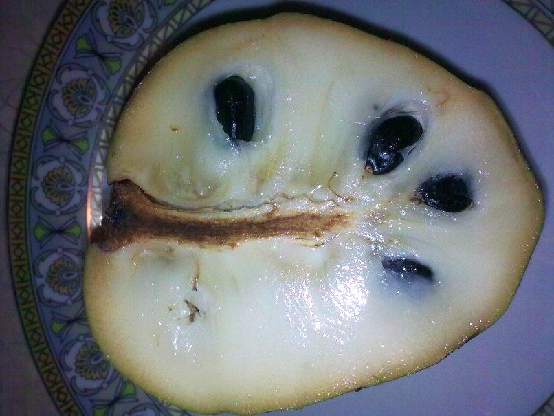 Owoc cherimoya - jak go jeść, jak smakuje